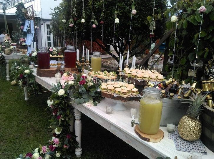 Una mesa dulce al aire libre
