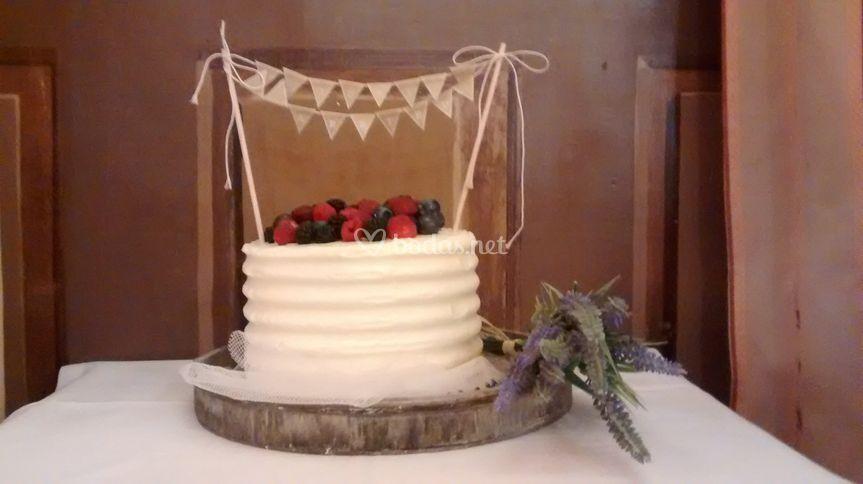 Tarta de boda de frutos rojos