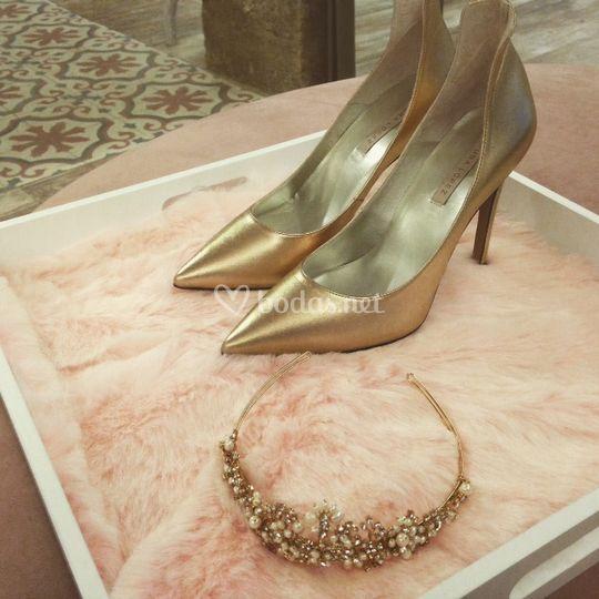 Zapatos y tiara Gold