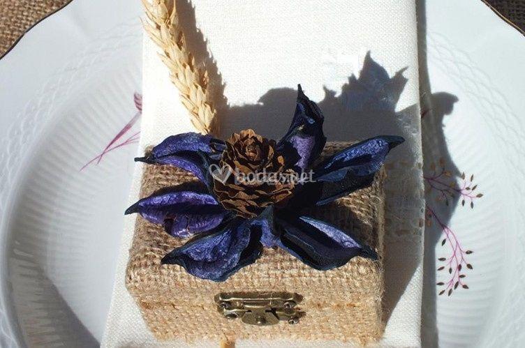 Caja con lazo azul