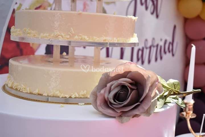 Tarta de boda tipo mouse de 9 pisos