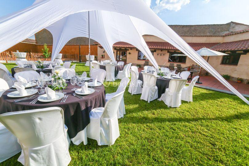 Disposición sillas y mesas del banquete