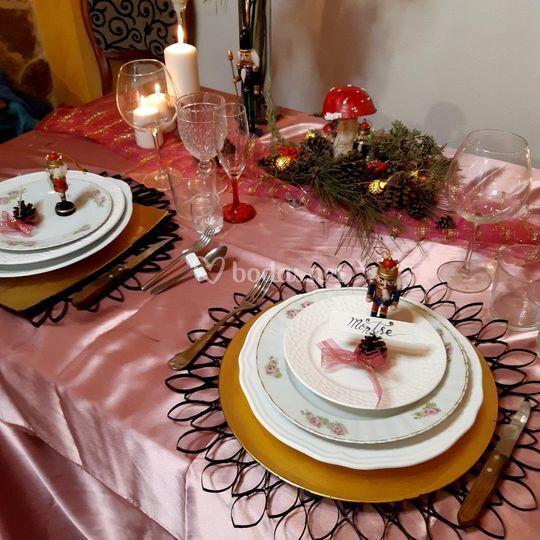 Mesa navideña en rosa