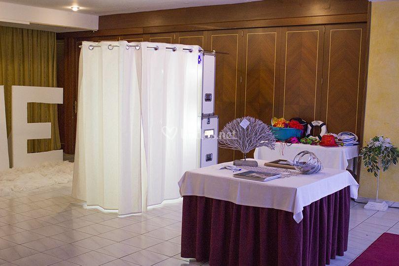 Cabina con cortinas blancas
