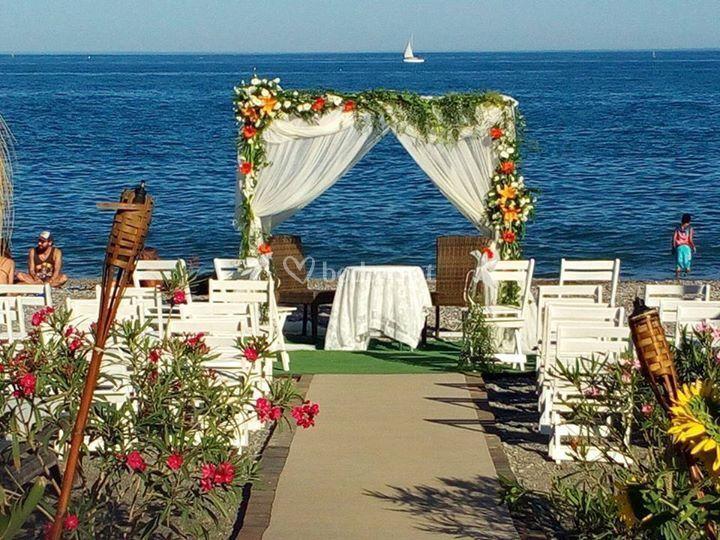 Ceremonia frente al mar de Bahía de Tanit