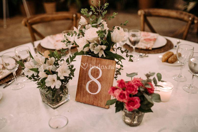 Meseros y detalles florales