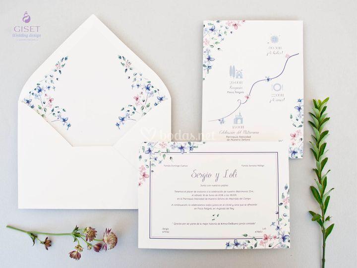 Invitación y plano con flores