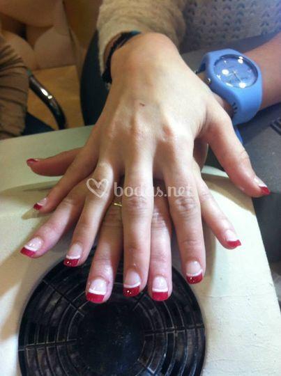 Manicura francesa en rojo