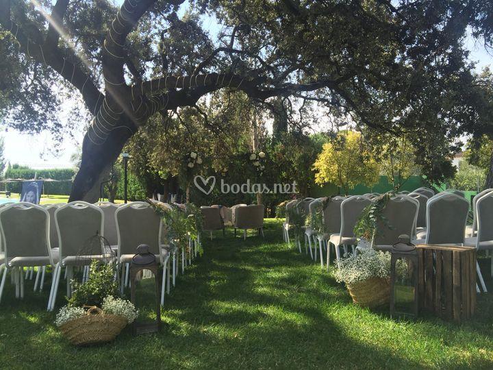 Ceremonia civil en el jardín de Ayre Hotel Córdoba