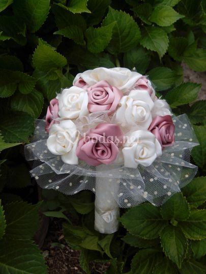 Ramo de dama de honor de rosas