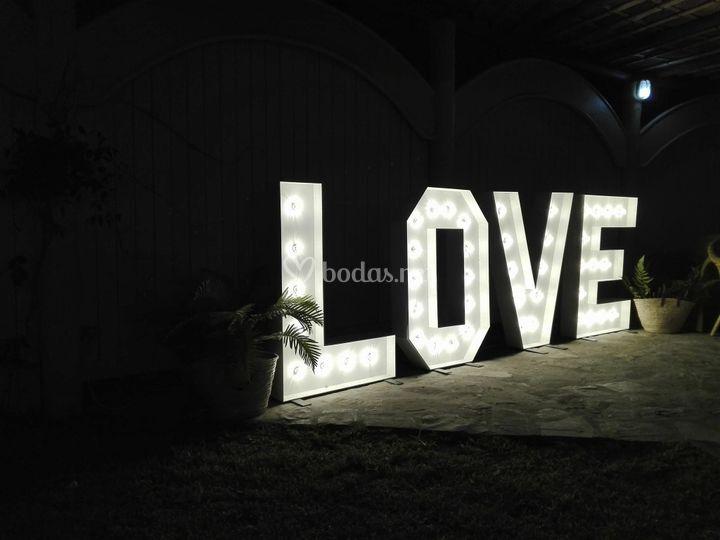 Letras grandes con luces