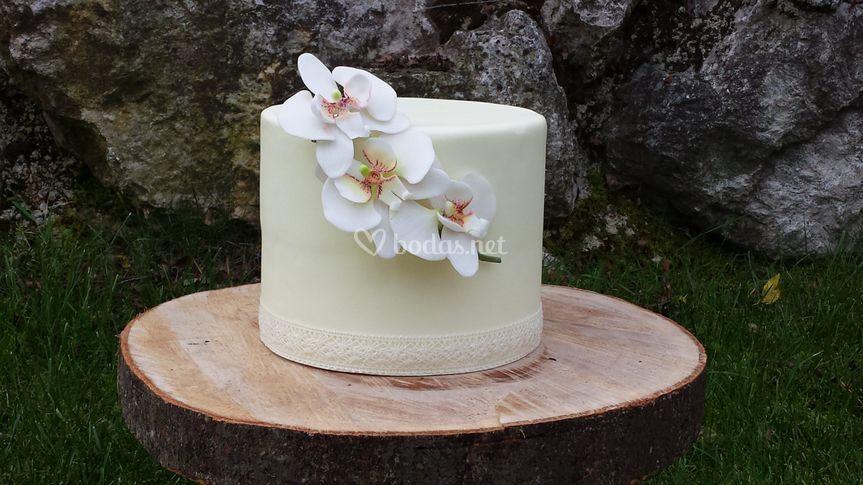 Tarta de boda con flores de azucar