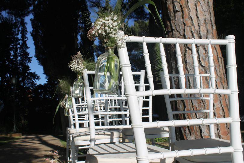 Detalle floral silla ceremonia