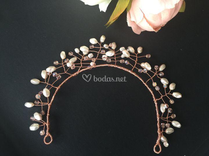 Perlas, cristales, hilo de cobre