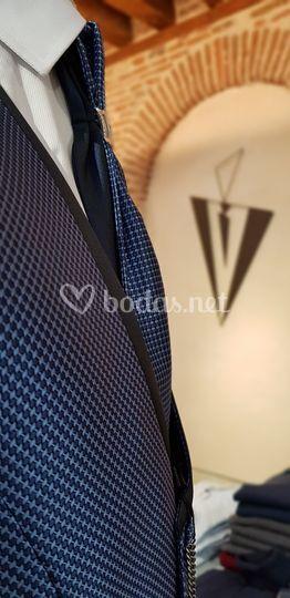 Detalle de chaleco y corbata