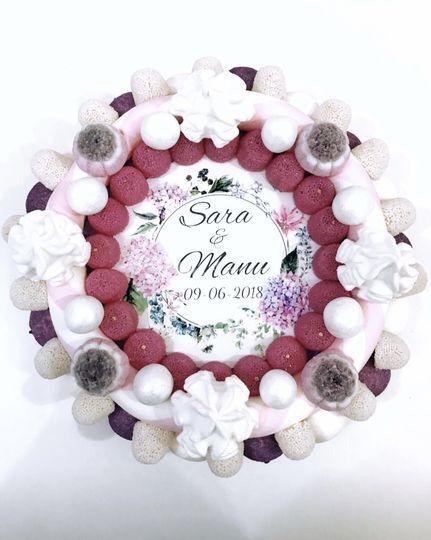 Tarta de golosinas violeta