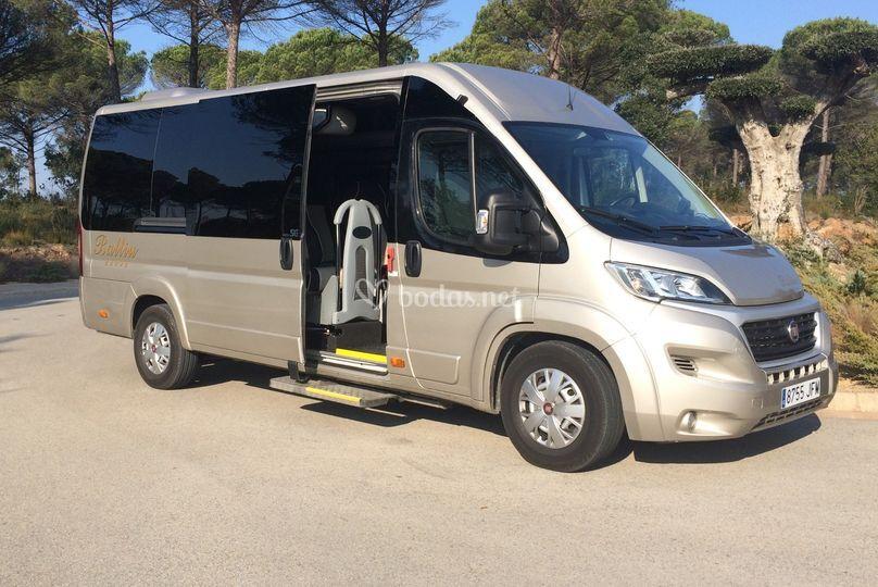 Minibús de 13 personas