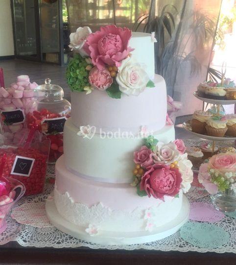 Tarta de boda Peonías y Rosas