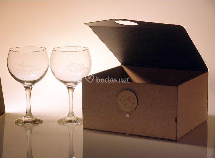 Las copas en su caja