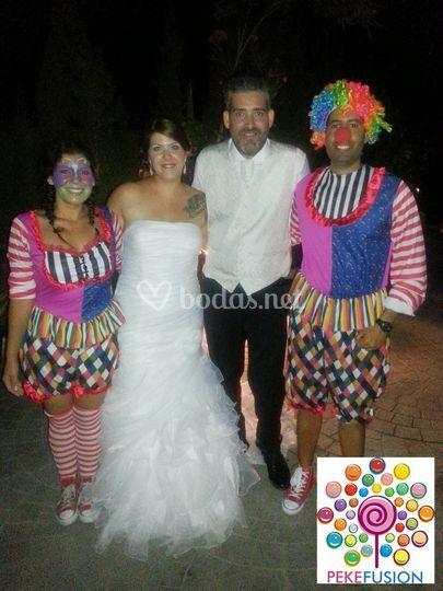 Novios tras finalizar la boda