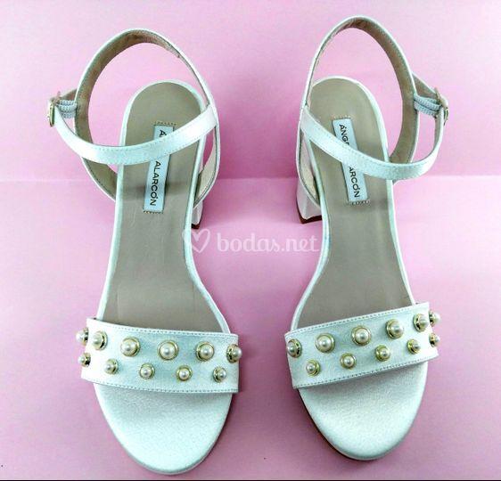 Sandalia blanca perlas
