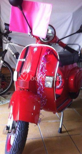 Vespa pk 74 roja