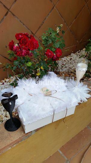 Caja de pluma natural