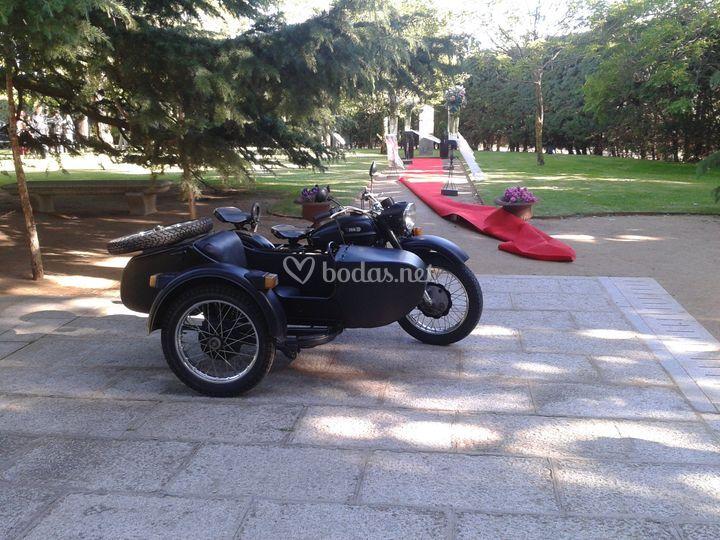 Moto con sidecar para boda