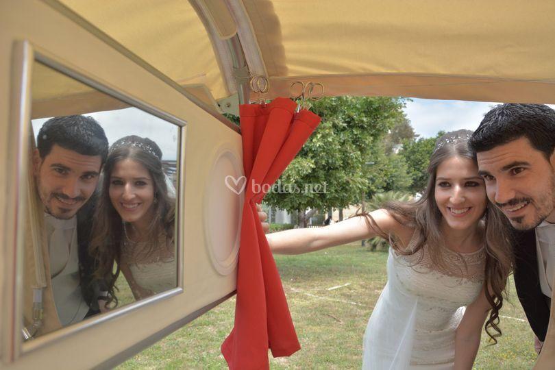Integrado tras el espejo