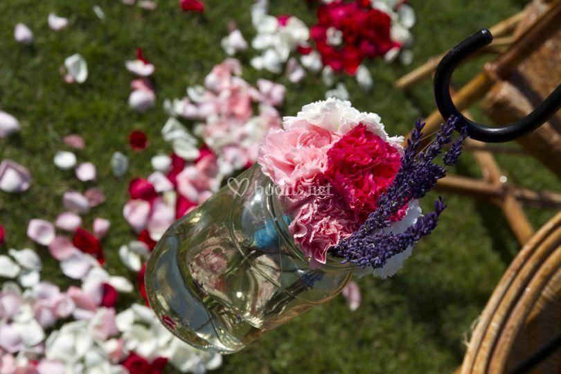 Ceremonia adornada con flores
