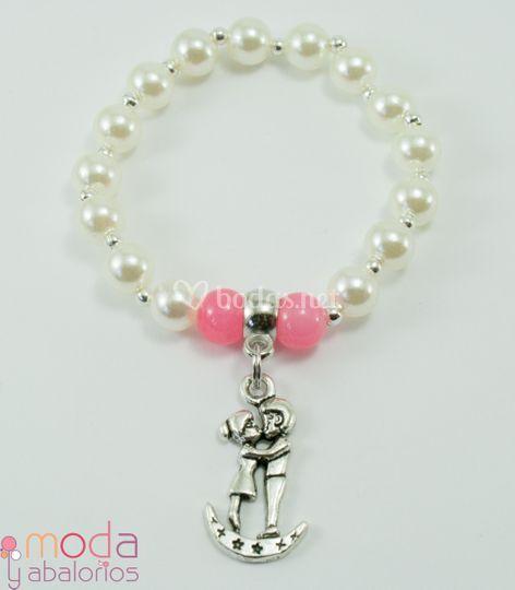 Pulsera de perlas y charms novios
