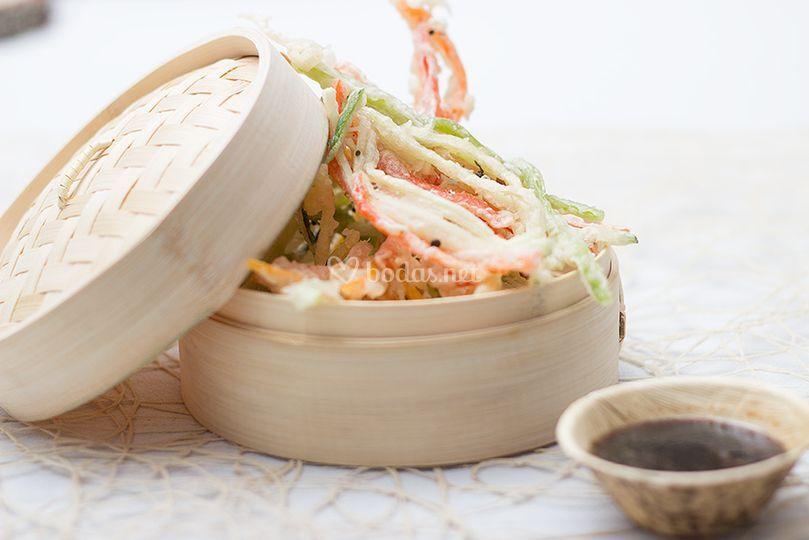 Tempúra de verduras y salsa Te