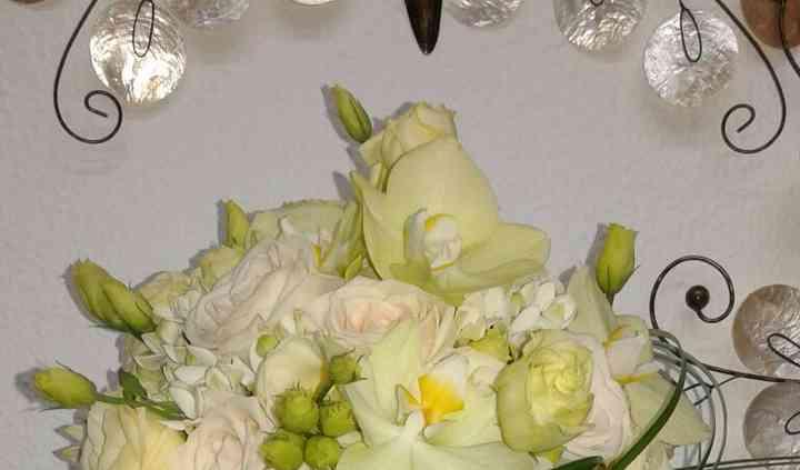 Buquet elegante en tonos blancos