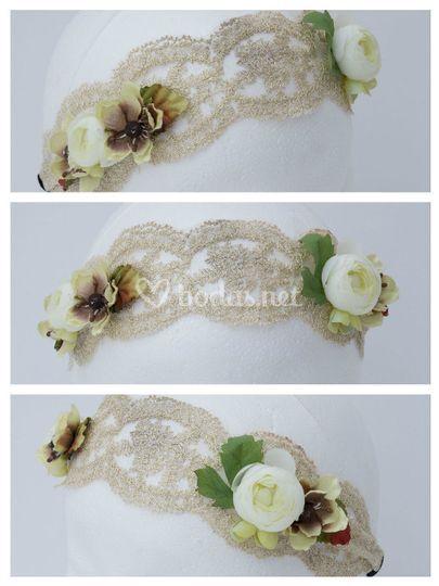 Banda blanca con flores verdes