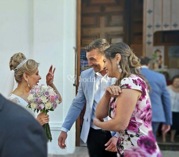Felicitando a la recién casada