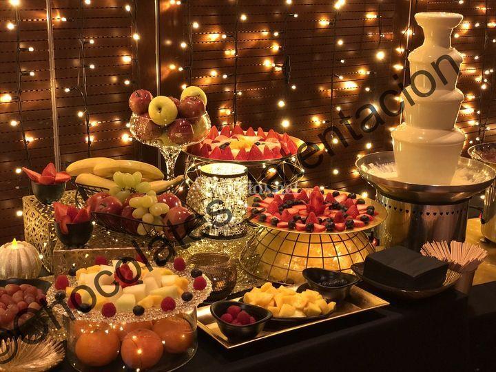 Fiesta dorada de fruta y choco