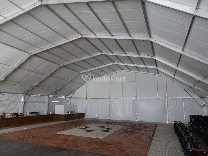 Interior carpa poligonal