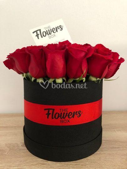 Rosas rojas con caja negra