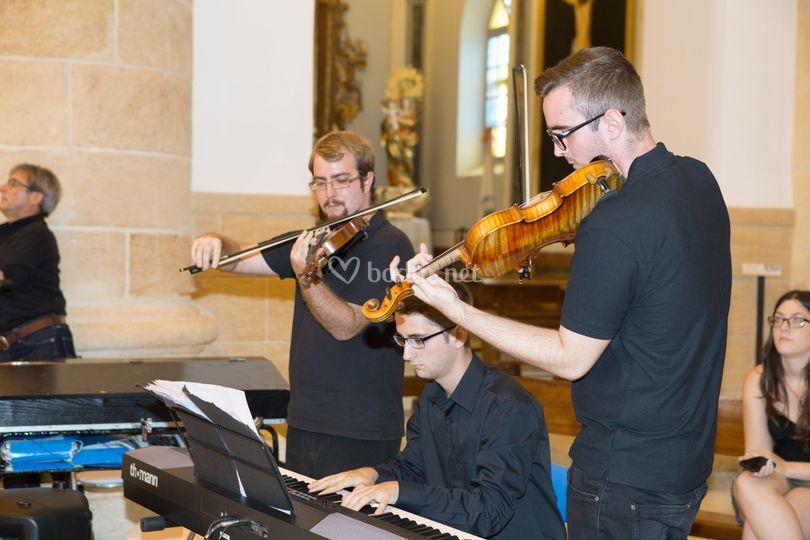 Trío de iglesia, piano y violín