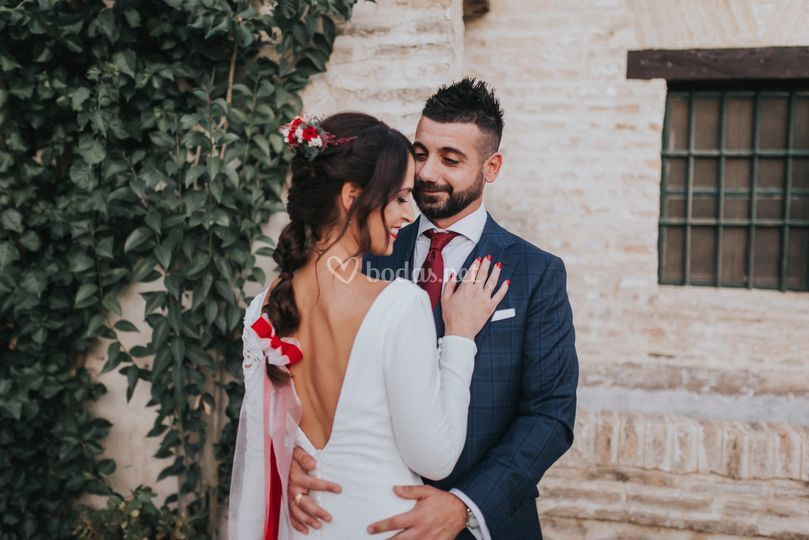 Novios en hacienda romántica
