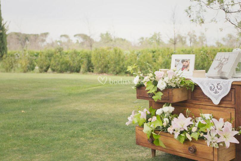 Detalle floral en mueble