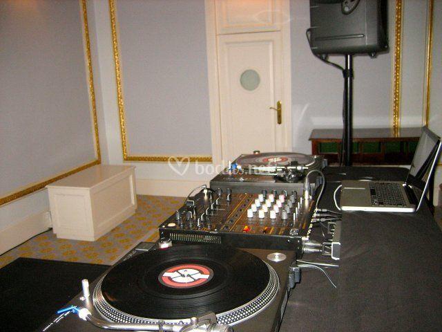 DJs 4 Bodas - Entrada novios restaurante