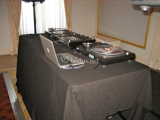 DJs 4 Bodas - Baile y postboda