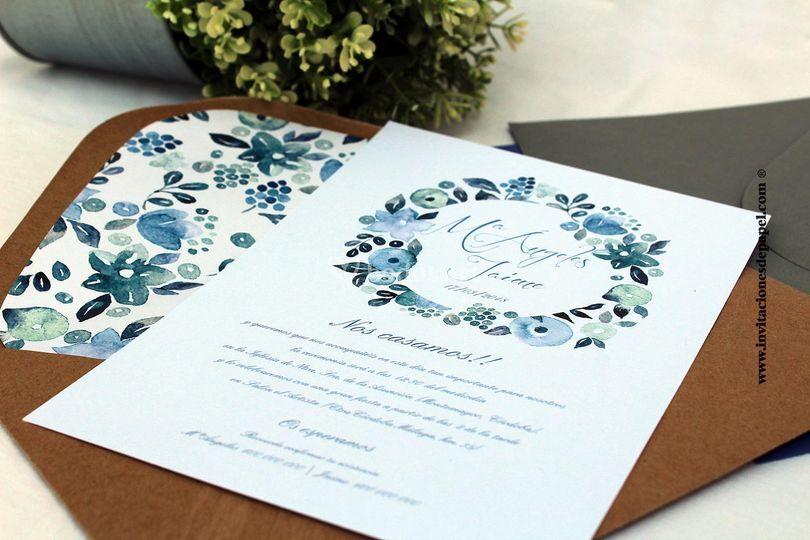 Invitación corona flores azul