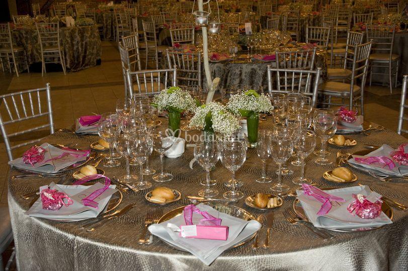 Montaje de mesas al detalle