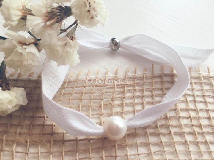 Pulseras de cinta y perla