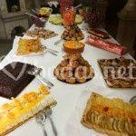 Mesa de tartas y pasteles