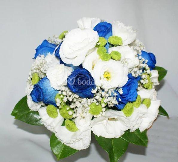 Bouquet con algo azul