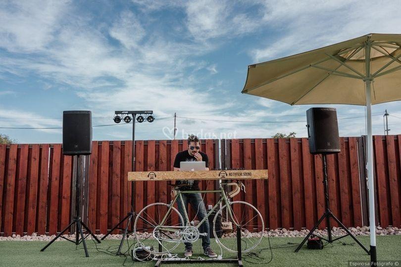 Mesa de DJ de bici Maloca