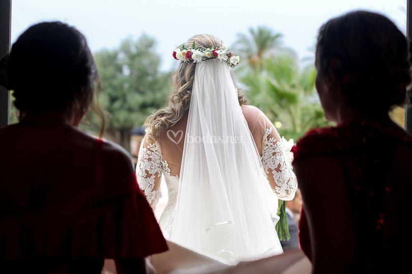 Novia de camino al altar